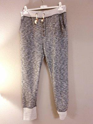Pantalón deportivo color plata-gris