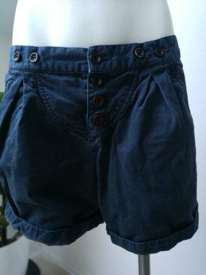 Lässige Shorts mit Knöpfen