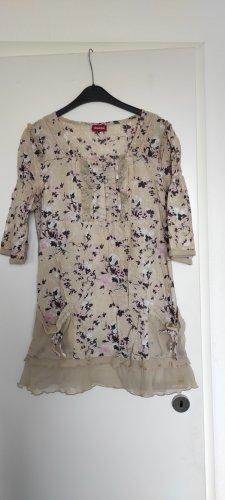 lässiges Creme farbenes Kleid mit Blumen und Stickdetails