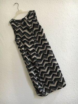 lässiges geometrisches Kleid