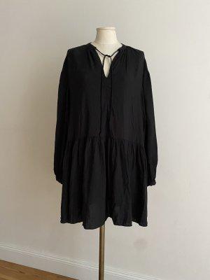 Lässiges Kleid in Schwarz