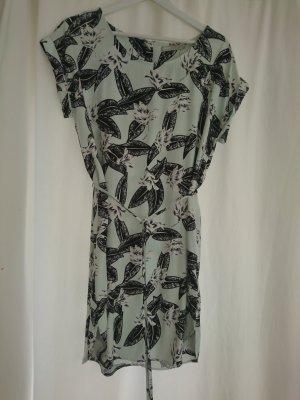 Lässiges Kleid mit Bindegürtel...sehr angenehm zu tragen