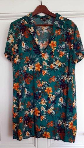 Lässiges türkises Hemdkleid in Tropenmuster von Forever21