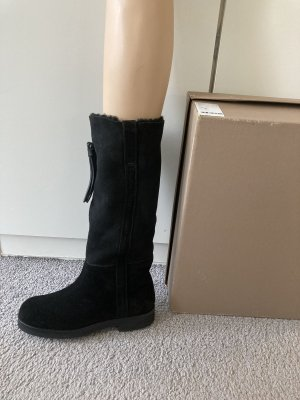 Closed Fur Boots black