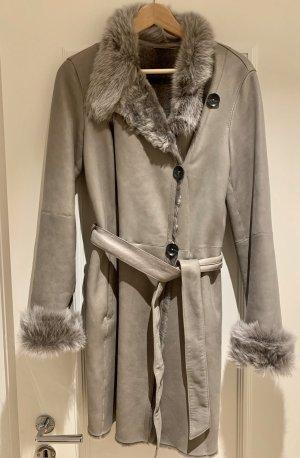 Abrigo de cuero gris oscuro