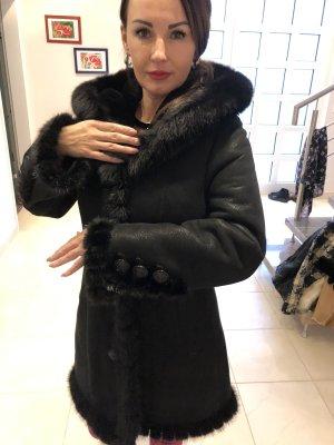 0039 Italy Abrigo de cuero negro