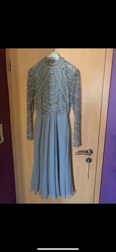 Langärmeliges Midi Kleid mit verzierten Oberteil