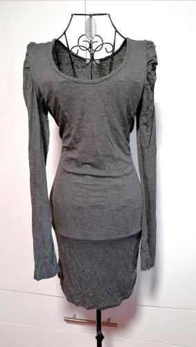 Langärmliges Kleid