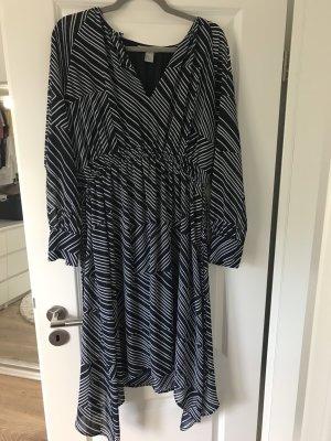Langärmliges luftiges Kleid