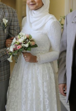 Langärmliges Maxi Brautkleid aus Spitze