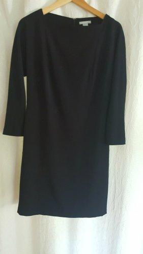 Langärmliges schwarzes Kleid
