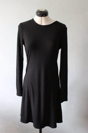 Langärmliges schwarzes ribbed Kleid