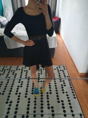 Langarm Kleid mit Spitze