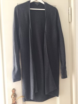 Lange graue Strickjacke