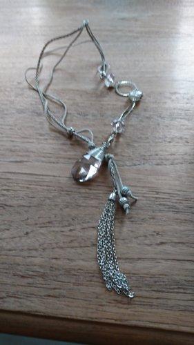 lange Halskette mit Steinen