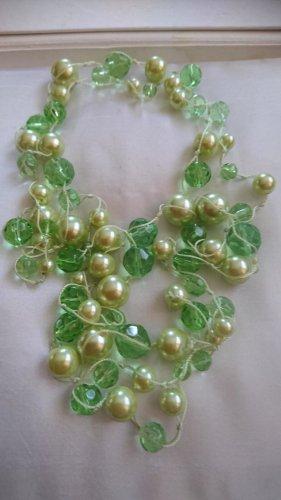 Lange Perlen Halskette grün. 140 cm. Handgefertigt