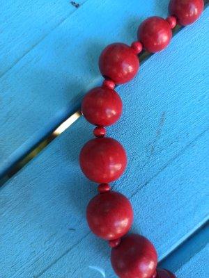 Naszyjnik z perłami czerwony