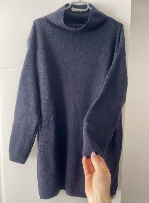 Pull long noir-bleu foncé