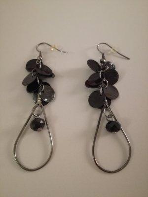 lange schwarze Blättchenohrringe mit Bogen