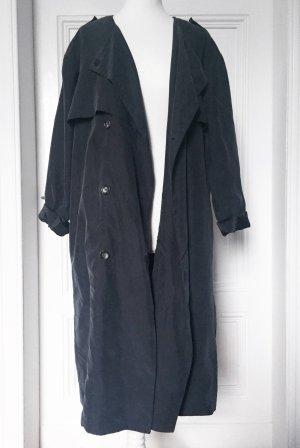 Langer dunkelblauer Trenchcoat