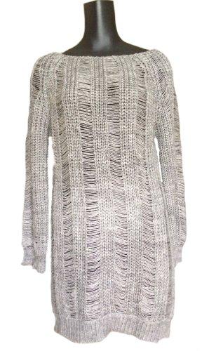 Langer, löchriger Pullover