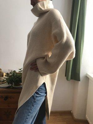langer oversize Rollkragenpullover