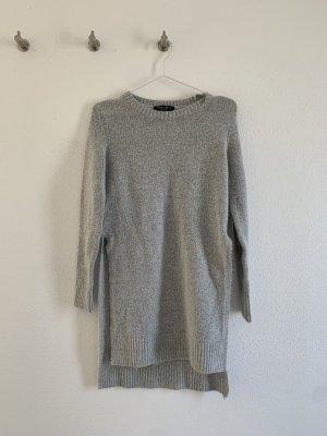 Langer Pullover in grau