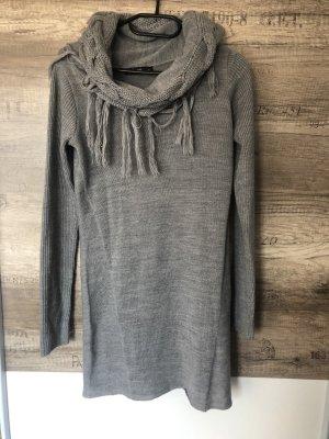 langer Pullover mit Franzen