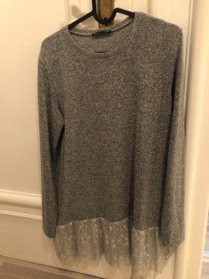 Langer Pullover mit Spitze von Zara