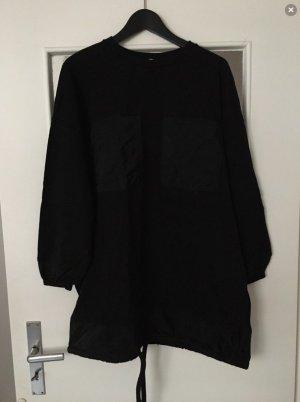 Langer schwarzer Pullover