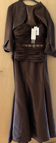 langes braunes Abendkleid