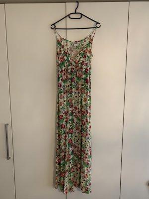 Langes geblümtes Sommerkleid