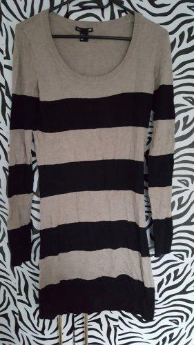 langes, gestreiftes Pulloverkleid