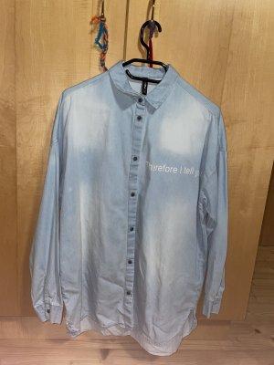 Langes Hemd mit meinungsstarker Aufschrift