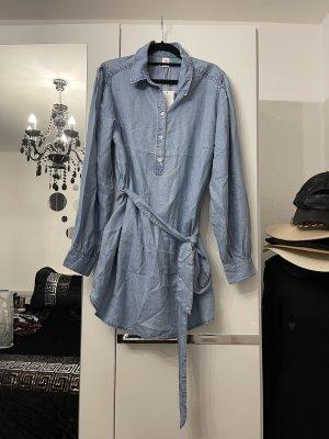 langes jeanshemd / jeansbluse in hellblau mit stoffgürtel