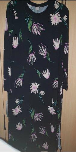 langes Kleid mit Blumenmotiven