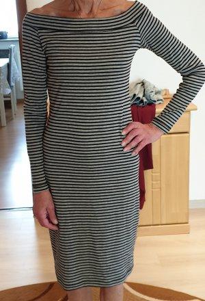 Langes Kleid mit Carmenausschnitt Gr.  M