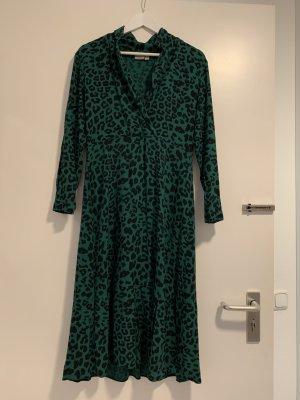 Langes Kleid mit Leo-Print