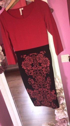 Langes Kleid mit roten Blumenprint