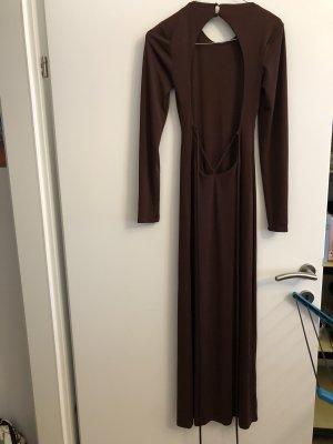 Langes Kleid mit Rückenausschnitt und Schnürung