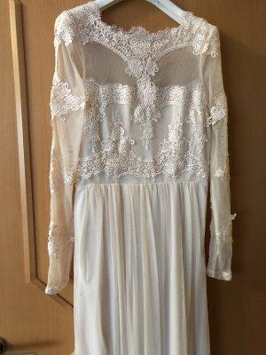 Langes Kleid mit Spitze und Transparent