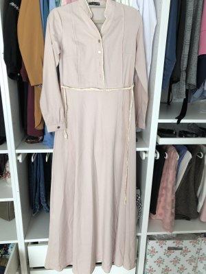 Langes rosanes Kleid