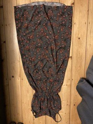 langes Sommerkleid mit floralem, schlichten Print