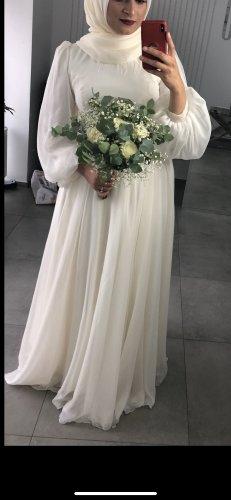 Zwei Robe de soirée blanc-beige clair