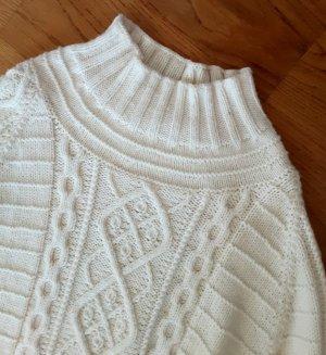 Warkoczowy sweter w kolorze białej wełny