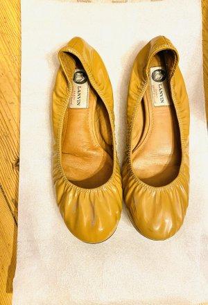 Lanvin Bailarinas de charol con tacón marrón arena Cuero