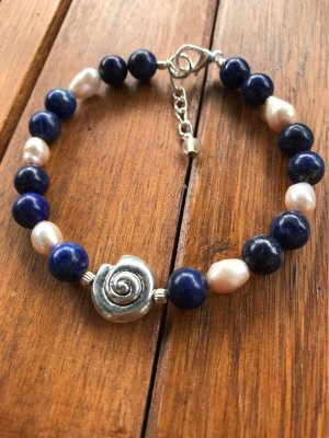 Bracciale di perle rosa pallido-blu scuro
