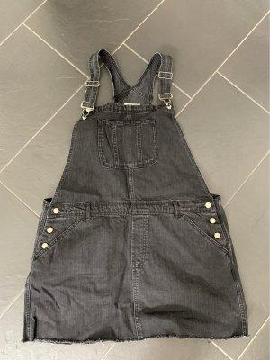 Latzkleid in grauem Jeans