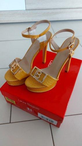 Laura biagiotti Zapatos de cuña marrón arena