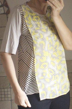 Lea H. Shirt/Bluse, beige, schwarz gelb, gemustert, ausgefallenes Modell mit doppelter, zarter Lage am Vorderteil, Boutique, hochwertig, neuwertig, Gr. 38